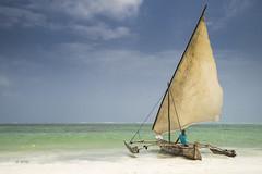 waiting (hph46) Tags: sansibar zanzibar tanzania eastafrica indischerozean strand meer wattenmeer fischerboot dhau beach boat sony alpha7r canonef1635mm14lisusm
