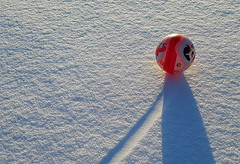 Bolti (sigfus.sigmundsson) Tags: ball football snow sun light shadow pink