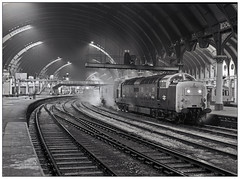 A night out with the boys (81/22/01) (geoff7918) Tags: york 55012 kingscross newcastle sleepers knackered night station