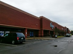Early 2018 return to the (remodeling) Trinity Commons Kroger (l_dawg2000) Tags: 2018remodel cordova delicatesen grocery grocerystore healthbeauty kroger labelscar marketplace meats memphis pharmacy produce remodel retail scriptdécor shelbycounty supermarket tennessee tn trinitycommons cordovamemphis unitedstates usa