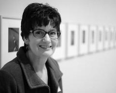 Kelly at SF MOMA (1) (Ian E. Abbott) Tags: sanfranciscomuseumofmodernart sfmoma artmuseum kelly leicaiiif 50mmlens 50mm summitar blackandwhitefilm bwfilm vintagecamera vintagecameraphotography