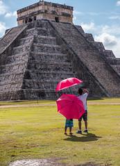 C 'est haut (Hélène Baudart) Tags: chchen itza paraplui mexique yucatan
