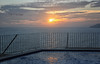 (085/18) Vámonos ya para casa. (Pablo Arias) Tags: pabloarias photoshop photomatix capturenxd españa cielo nubes arquitectura mar agua mediterráneo silueta barandilla piscina villamarina benidorm alicante