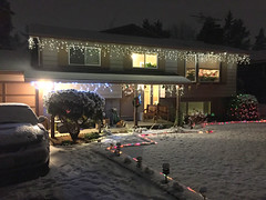 2017 YIP Day 358: Christmas Eve (knoopie) Tags: 2017 december iphone picturemail holiday lights christmas christmaseve poseyland 2017yip project365 365project 2017365 yiipday358 day358 snow