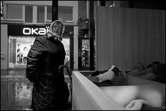 Oostende (B) - 2017/12/12 (Geert Haelterman) Tags: geert haelterman streetphotography straatfotografie photographiederue photoderue fotografíadecalle fotografiadistrada strassenfotografie candid streetshot monochrome black white blackandwhite zwart wit belgium oostende ostend ricoh gr