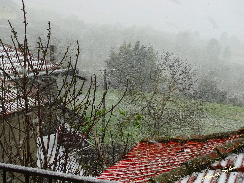 Águas Frias (Chaves) - ... a nevar ...