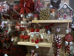 Royaumes ambulants (Gilbert-Noël Sfeir Mont-Liban) Tags: weihnachten noël christmas kesserwan montliban liban royaume kingdom toys christmasornaments joujoux rot rouge red shop boutique jouets santaklaus pèrenoël santaclaus mountlebanon lebanon
