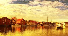 My hometown (evakongshavn) Tags: haugesund rogaland norge norway ocean oceanscape sunset reflections house building water waterscape city cityskype citylife cityline cityscape cityphotographing urbanlife urban urbanphotography sea seascape boat outsidepictures picturesq