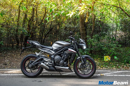 Triumph-Street-Triple-RS-06