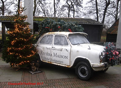 Best Wishes to All of You (ClassicsOnTheStreet) Tags: hindustan ambassador classic 1800 isz saloon 19922011 1800isz hindustanambassador berline sedan 4door 90s 1990s indiaas indian morrisoxford licentiebouw licensedbuilt kerstgroet nieuwjaarsgroet bestwishes classiccar oldtimer klassieker gespot spotted carspot amstelveen deafslag 2017 straatfoto streetphoto streetview strassenszene straatbeeld classicsonthestreet kerstboom christmastree reclame werbung advert billboard
