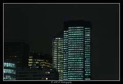 2018.01.02 La Défense by night 19 (garyroustan) Tags: paris france french iledefrance ile island building architecture ville ciudad city nuit night light color noche noel christmas navidad fetes fete feliz joyeux defense