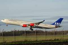 LN-RKP 2017-12 SK A343 Cph (Danner Poulsen) Tags: 20171202 lnrkp 201712 sk a343 cph scandinavian airbus a340300 december 2017 englodsvej ekch danner spotting widebody jet takeoff heavy sas