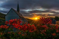 Balkonaussichten (fotoperle:))) Tags: deutschland germany schwarzwald blackforrest kirche church sonnenaufgang sunrise sonyalpha6000 licht light wolken clouds geranien blumen flowers