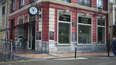 El Reloj de Porlier (Jusotil_1943) Tags: 131217 bar restaurante reloj oviedo escaparates