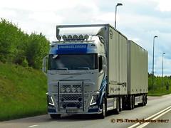IMG_2434 PS-Truckphotos_2017 (PS-Truckphotos) Tags: pstruckphotos emanuelssons volvofh sweden schweden pstruckphotos2017 pstruckfotos truckphotos truckfotos truckpics lkwfotos lkwbilder lastwagen lkw truck truckspotting sverige skanidavien scandinavia lastbil valokuvat kuormaauto lastwagenfotos truckpictures fotos bilder trucks truckshow swedenkaperz lkwfotografie