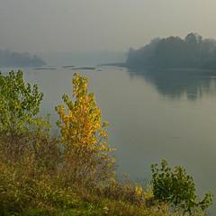 Cremona, il Po verso Sud-Ovest (pom.angers) Tags: panasonicdmctz30 november 2017 cremona po lombardia emiliaromagna italia italy europeanunion river 100 200 300 grey yellow 400 5000