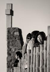"""Eyes Wide Shut"" (Canadapt) Tags: portrait woman eyeswideshut cross fence bw tourists cabodaroca portugal canadapt"