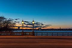 Schwanenwiekbrücke Hamburg (Duke.Box) Tags: nikon hamburg hamburgerfotofreaks ausenalster aussenalster blauestunde blauerhimmel d810 nikond810 afsnikkor20mm118ged brücke bridge sonnenuntergang dämmerung himmel wasser skyline