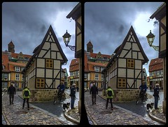 Am Fuße des Quedlinburger Schloßes 3-D / Stereoscopy / CrossView / HDR / Raw (Stereotron) Tags: sachsenanhalt saxonyanhalt ostfalen harz mountains gebirge ostfalia hardt hart hercynia harzgau quedlinburg streetphotography architecture fachwerk halftimbered house stud work antiquated ancient medieval middleages deutschefachwerkstrase europe germany crosseye crosseyed crossview xview cross eye pair freeview sidebyside sbs kreuzblick 3d 3dphoto 3dstereo 3rddimension spatial stereo stereo3d stereophoto stereophotography stereoscopic stereoscopy stereotron threedimensional stereoview stereophotomaker stereophotograph 3dpicture 3dglasses 3dimage twin canon eos 550d yongnuo radio transmitter remote control synchron kitlens 1855mm tonemapping hdr hdri raw