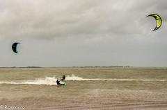 Croisement (pendant la tempête Carmen) (Remnaeco35) Tags: pentaxk5 sport kitesurf