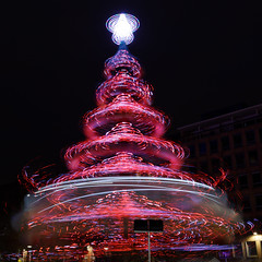 Illuminations de Noël (Patatitphoto) Tags: tree christmas noël nuit night bokeh sapin lumière light illuminations toulouse street photography native santaclaus natale festive
