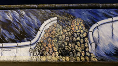 Berlin Wall - East Side Gallery (Pascal Volk) Tags: berlin friedrichshain fhain mühlenstrase eastsidegallery openairgallery denkmal memorialforfreedom berlinwall berlinermauer murodeberlín berlinfriedrichshainkreuzberg 16mm wideangle weitwinkel granangular superwideangle superweitwinkel ultrawideangle ultraweitwinkel ww wa sww swa uww uwa invierno winter nacht night noche canoneos6d canonef1635mmf4lisusm manfrotto mt055xpro3 468mgrc2 dxophotolab esgeschahimnovember kanialavi