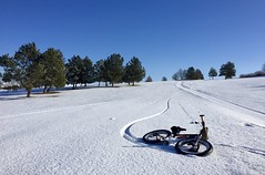 Laying down fresh tracks on local golf course (Doug Goodenough) Tags: bicycle bike cycle trek farley 5 pedals spokes golf course winter snow sun blue sky december dec 2017 17 fat fatbike drg53117 drg53117p lewiston idaho bryden canyon public drg531