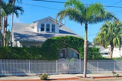 Key West (Florida) Trip 2017 0016Ri 4x6 (edgarandron - Busy!) Tags: florida keys floridakeys keywest house houses building buildings whitestreet