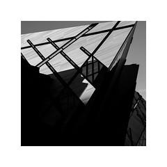 royal ontario museum, canada (schan-photography.com) Tags: fujifilmxpro2 xf35mmf2rwr rom royalontariomuseum monochrome bw blackandwhite fujifilm xpro2 35mm f2 square building architecture shadows museum