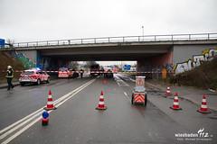 Verkehrsunfall Äppelallee 15.12.17 (Wiesbaden112.de) Tags: elrd eingeklemmt feuerwehr nef pklemm rtw schierstein vu verkehrsunfall wiesbaden lna olrd äppelallee