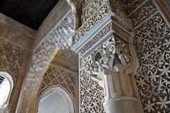 Alhambra (Gwen Fran) Tags: grenade granada espagne espana spain andalousie andalucia alhambra maure mauresque moorish calligraphie calligraphy sculpture architecture islam muslim musulman palais palace nasride colonne column arche ark