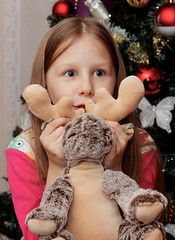 LERA (aika217) Tags: girl canon eos 77d ef50mm f18 stm christmastree ball red toy