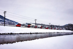 KDSC01281 (Hans-Peter Kurz) Tags: railway railroad reisen railscape eisenbahn zug train transport austria österreich outdoor kärnten snow schnee winter kbs223 berg im drautal drautalbahn drau fluss river öbb haltestelle bahnhof br4024 bombardier talent sbahn
