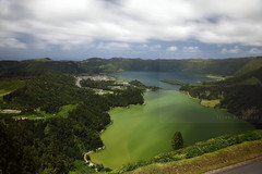 Lagoa Sete Cidades (Elios.k) Tags: horizontal outdoors nopeople lake lagoaazul lagoaverde bluelagoon greenlagoon twinlakes lagoadassetecidades colorful setecidades montepalace vistadorei viewoftheking vistapoint viewpoint landscape sky clouds cloudy cloudmovement longexposure ndfilter shadows weather colour color lagoon water green forest caldera volcaniccrater trees nature hills greenisland crater ilheverde travel travelling june2017 summer vacation canon 5dmkii photography island pontadelgada saomiguel acores azores portugal europe