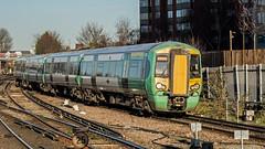 377452 (JOHN BRACE) Tags: 2004 bombardier derby built electrostar 377452 southern livery east croydon station