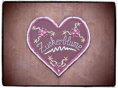 Zuckerblume (1elf12) Tags: lebkuchenherz zucker sugar germany deutschland braunschweig weihnachtsmarkt christmas xmas heartshaped heart herz smileonsaturday