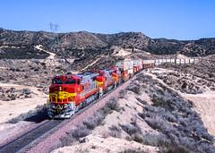Cajon descent (Rails West) Tags: santafe cajon warbonnet dash8 santafe574 californiarailfanning