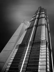 Jin Mao Tower (alexhesse.de) Tags: jinmaotower china länder shanghai travel skyscraper wolkenkratzer architecture finearts architektur black blackwhite blanconegro blancoynegro pudong building clouds