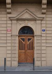 Prager Türen & Fenster - 15 (fotomänni) Tags: tür türen door doors fenster window fenetre windows prag praha prague manfredweis