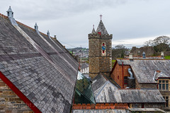 Launceston rooftops K1__5407.jpg (screwdriver222) Tags: townhall castle pentax tower k1 roof rooftop launceston hdpentaxdfa1530mmf28edsdmwr cornwall clock guildhall england unitedkingdom gb