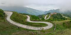_Y2U521014.0813.Mẫu Sơn.Lộc Bình.Lạng Sơn. (hoanglongphoto) Tags: asia asian vietnam northvietnam northeastvietnam landscape scenery vietnamlandscape vietnamscenery vietnamscene mountain mountainous mountainouslandscspeinvietnam flankmountain road sky mist imagesize1x2 1x2 canon canoneos1dx đôngbắc lạngsơn lộcbình mẫusơn phongcảnh phongcảnhđôngbắc phongcảnhvùngnúi núi sườnnúi conđường đèo bầutrời sươngmù canonef35mmf14lusm