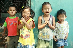 excited children (the foreign photographer - ฝรั่งถ่) Tags: four excited happy children khlong thanon portraits bangkhen bangkok thailand canon kiss
