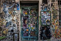 Berlin Impressionen - Hacksche Höfe (J.Weyerhäuser) Tags: berlin mitte hackschehöfe streetart kunst tür fenster door sticker grafitti