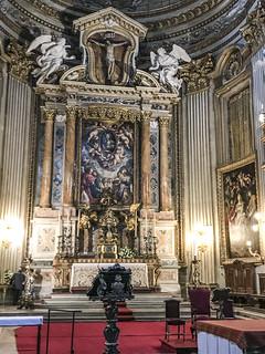 Roma : S.Maria in Vallicella -Presbiterio  con tre lavori di Rubens (Madonna ,Bambino e Angeli sopra l'altar maggiore )  Ai lati gli altri due lavori .