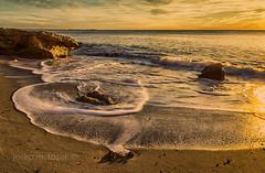 matí daurat (Josep M.Toset) Tags: aigua baixcamp catalunya josepmtoset d800 mar marina mediterrani matinada sol sortidadesol núvols nikon paisatges pedres roques onades lucroit hitech