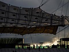 Paris La Défense - Ciel angoissant et dramatique. (Gilles Daligand) Tags: paris ladefense grande arche velum tente orage ciel olympus em5