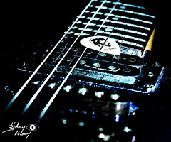 between the strings (touflou) Tags: macro guitare musique music clapton weekly themes weeklythemes