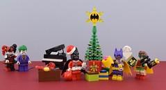 Merry Batmas🎄 (Alex THELEGOFAN) Tags: lego legography minifigure minifigures minifig minifigurine minifigs minifigurines movie batman black tree joker heroes super dc comics present gift merch bat lobster piano