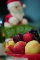 Xmas Frutis (Rodrigo Neves) Tags: bokeh dof fruit stilllife xmas helios 44m4 58mm canon eos 350d rebelxt frutas colors