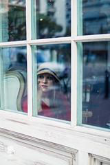 Carmen (@artphotographybrand) Tags: verde vintage tea teashop coffeelover tealover floristeria salondesfleurs flowers outfit fashion fashionist instafashion lookoftheday todaysoutfit stylish styleoftheday style look photooftheday picoftheday girl pretty cute moda estilo sombreros ventanal atravesdelaventana nostalgia rojo retrato